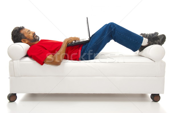 Usando la computadora portátil relajante hombre ordenador feliz casa Foto stock © vtupinamba