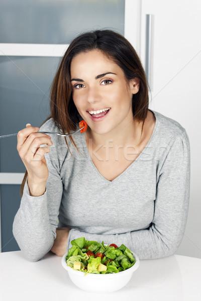 Ragazza mangiare sano alimentare home bella ragazza giovani Foto d'archivio © vwalakte