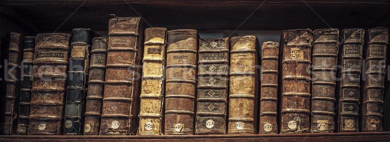 Oud boek bibliotheek boek school achtergrond onderwijs Stockfoto © vwalakte