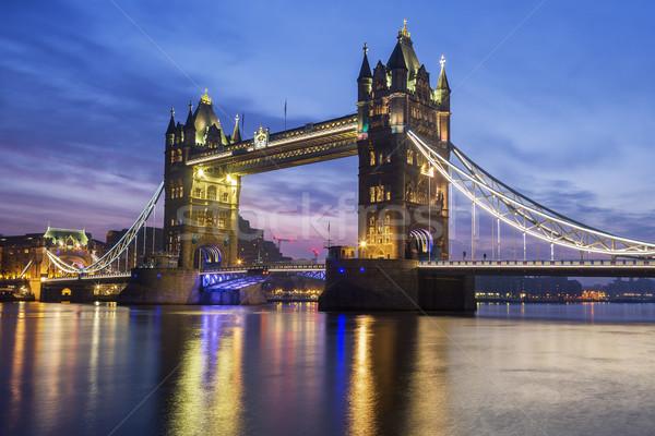 Célèbre Tower Bridge Londres Angleterre nuages Photo stock © vwalakte