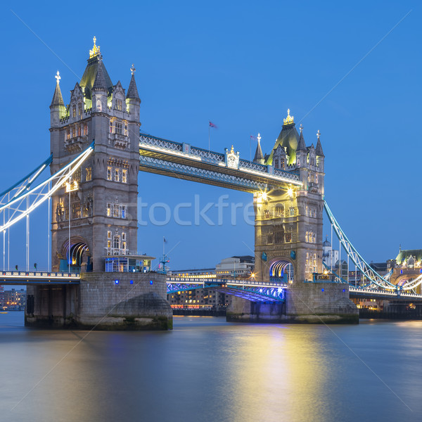 Famoso Tower Bridge noite Londres inglaterra nuvens Foto stock © vwalakte