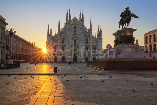 Híres napfelkelte Milánó Európa épület művészet Stock fotó © vwalakte