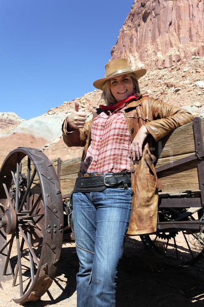 счастливым женщину ковбойской шляпе портрет женщины Сток-фото © vwalakte
