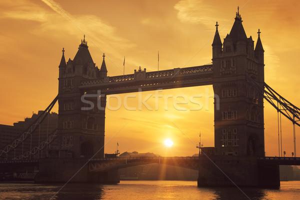 Tower Bridge amanecer famoso Londres edificio ciudad Foto stock © vwalakte