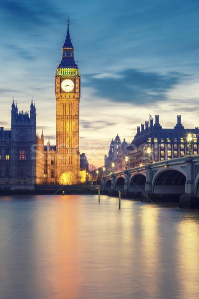 Big Ben torre Londres pôr do sol mãos cara Foto stock © vwalakte