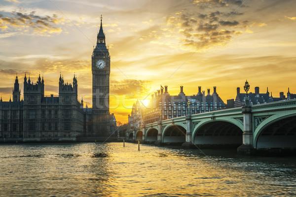 Célèbre Big Ben horloge tour Londres coucher du soleil Photo stock © vwalakte