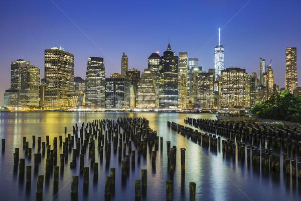 Sziluett alkonyat kilátás New York Manhattan belváros Stock fotó © vwalakte