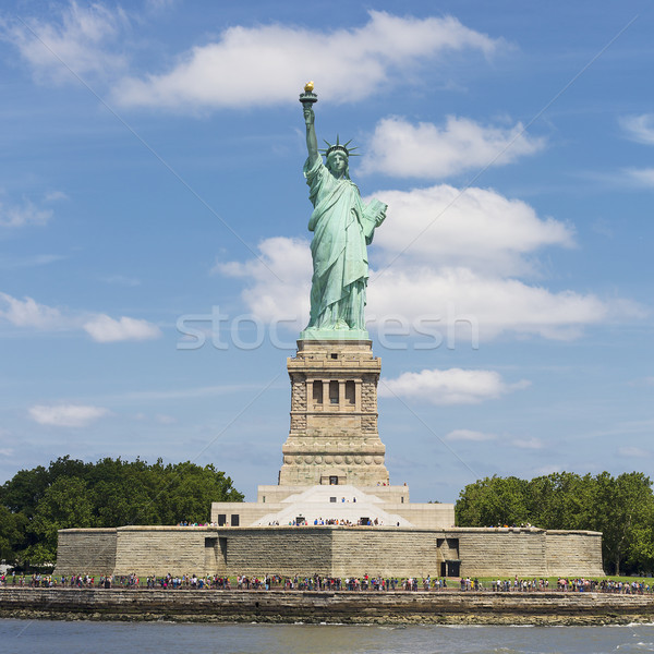 Vrijheid eiland standbeeld New York hemel groene Stockfoto © vwalakte