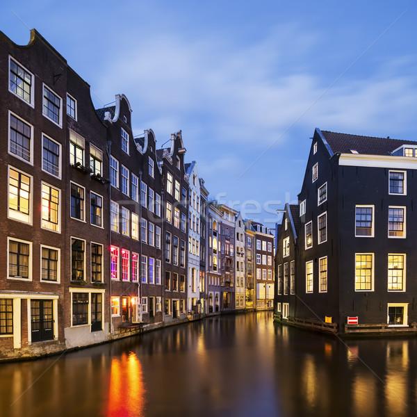 Görmek ünlü Amsterdam kanal gece Hollanda Stok fotoğraf © vwalakte