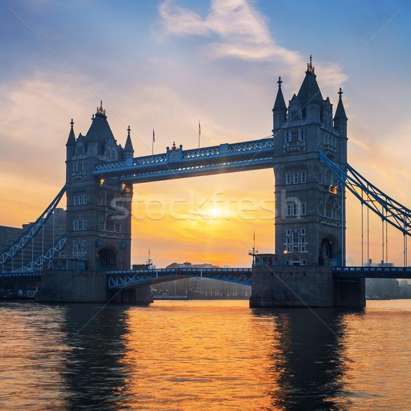 Famoso Tower Bridge amanecer Londres edificio ciudad Foto stock © vwalakte