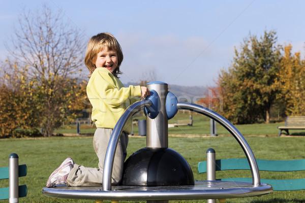 Zdjęcia stock: Dziecko · gry · boisko · parku · szczęśliwy · moda