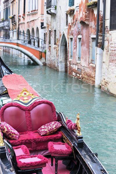 Velencei díszlet gyönyörű romantikus víz híd Stock fotó © vwalakte