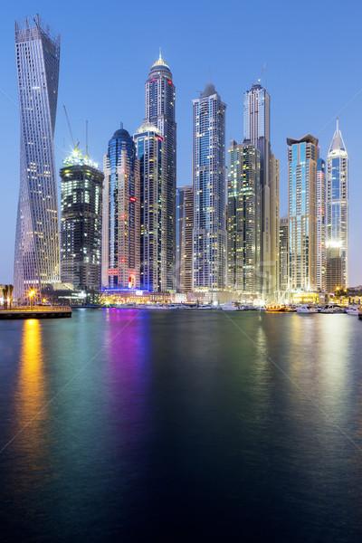 Vertical vue gratte-ciel Dubaï marina eau Photo stock © vwalakte