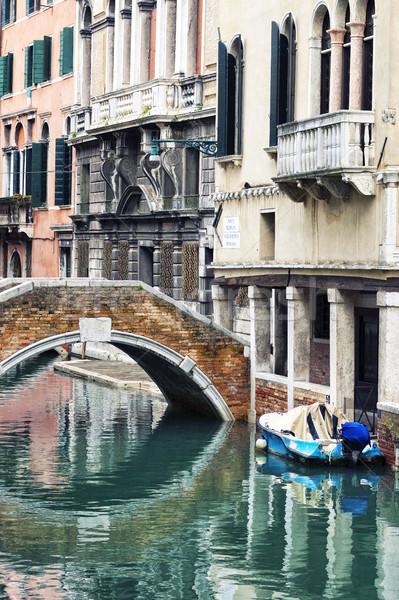 Küçük kanal Venedik ev adam seyahat Stok fotoğraf © vwalakte