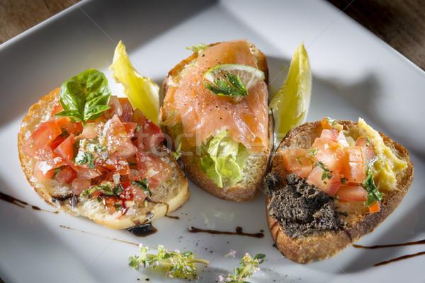 Tres italiano bruschetta tomates salmón de oliva Foto stock © w20er