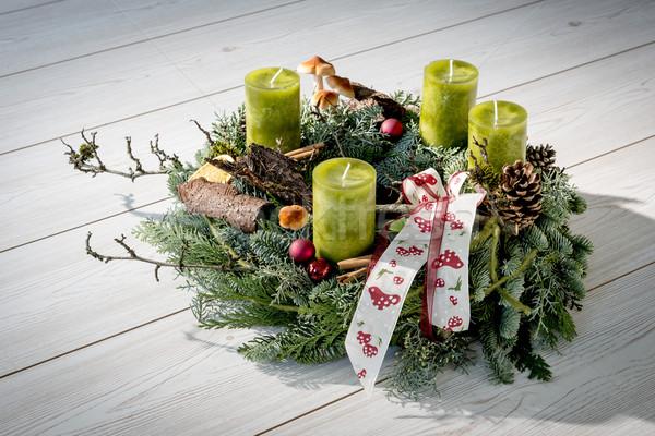 Aufkommen Kranz grünen Kerzen unterschiedlich Ornamente Stock foto © w20er