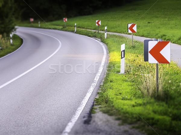 Tehlikeli yol eğri uyarı işaretleri araba Stok fotoğraf © w20er