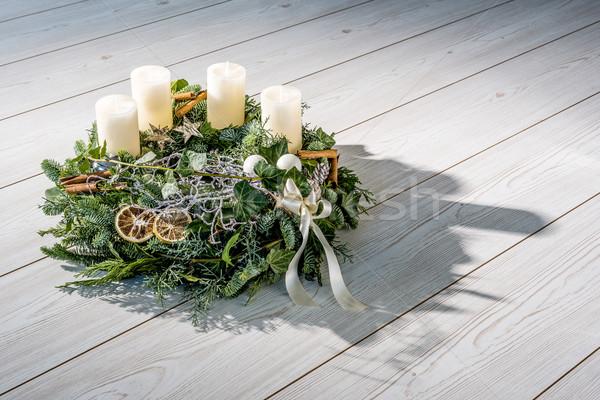Aufkommen Kranz weiß Kerzen unterschiedlich Ornamente Stock foto © w20er