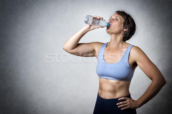 Középkorú nő iszik kép középkorú jóképű nő Stock fotó © w20er