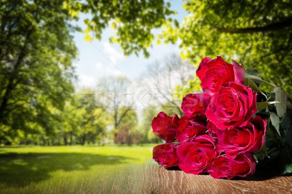 Köteg vörös rózsák asztal természet szabad űr Stock fotó © w20er