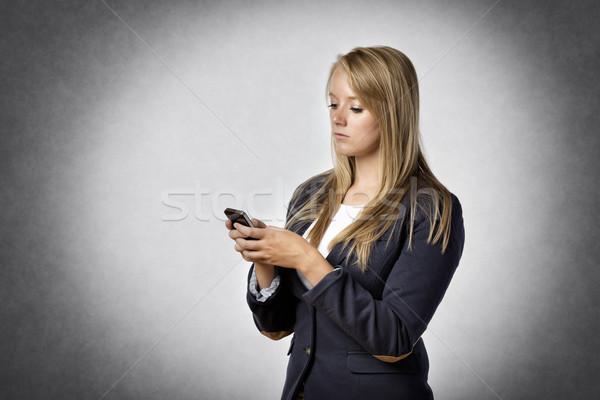女性実業家 テキストメッセージ 暗い 携帯電話 オフィス 電話 ストックフォト © w20er