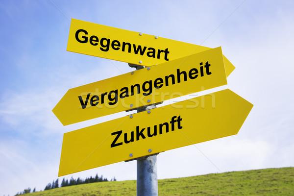 Arrow Zeichen drei gelb Beschriftung Englisch Stock foto © w20er