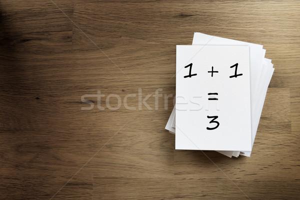 Een drie papier kaart houten tafel Stockfoto © w20er