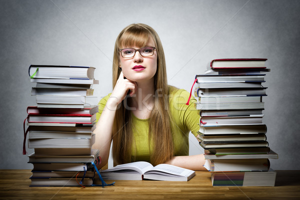 Student veel boeken jonge bril vergadering Stockfoto © w20er