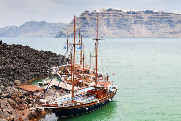 Santorini hajók tájkép kép sziget óceán Stock fotó © w20er