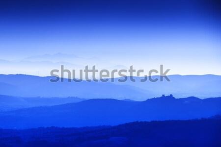 Toszkána tájkép kék óra dombok házak Stock fotó © w20er