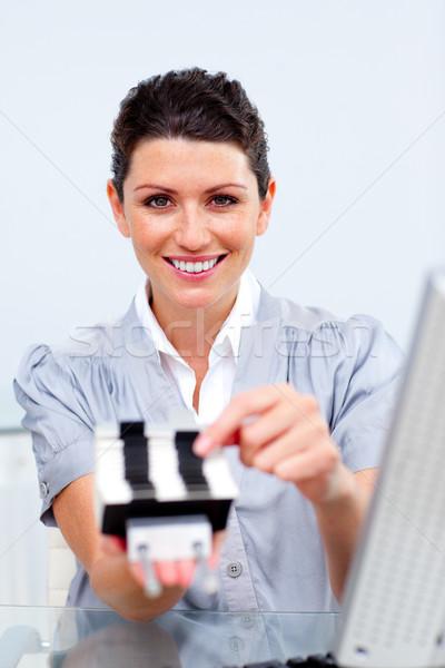 Zakenvrouw telefoon zoeken kantoor boek contact Stockfoto © wavebreak_media