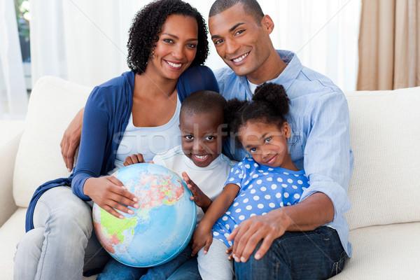 семьи мира диван женщину улыбка Сток-фото © wavebreak_media