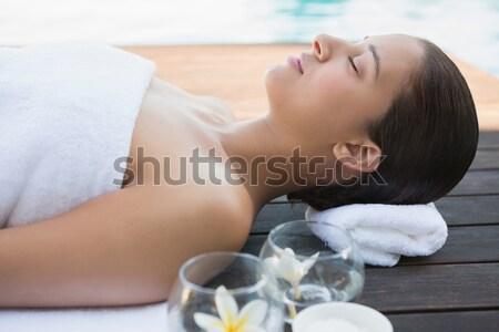 Aantrekkelijke vrouw hoofdtelefoon slapen bed home vrouw Stockfoto © wavebreak_media