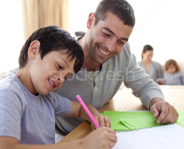 Foto d'archivio: Padre · aiutare · figlio · compiti · per · casa · home · faccia
