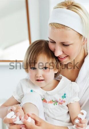 Séduisant mère soins enfants maison Photo stock © wavebreak_media