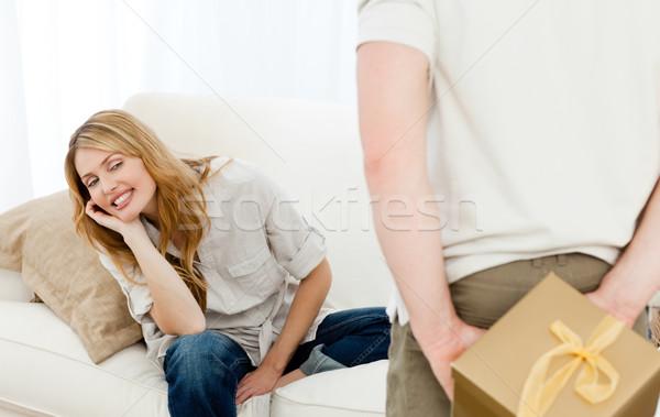 Adam teklif hediye eş ev oda Stok fotoğraf © wavebreak_media