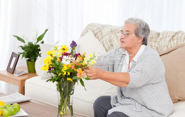 Stock foto: Senior · Blumen · home · Frau · Gesicht · Schönheit