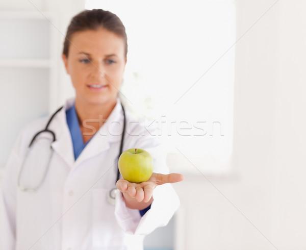 Jól kinéző barna hajú orvos sztetoszkóp néz alma Stock fotó © wavebreak_media