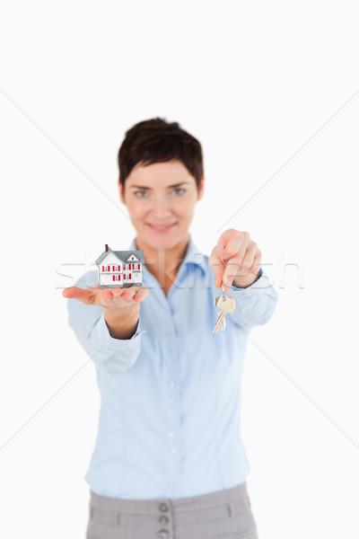 Mujer claves miniatura casa blanco Foto stock © wavebreak_media