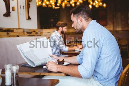 Ernst männlich Studenten Lesung Buch Bibliothek Stock foto © wavebreak_media