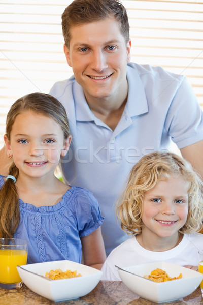 Père ensemble enfants céréales alimentaire enfant Photo stock © wavebreak_media