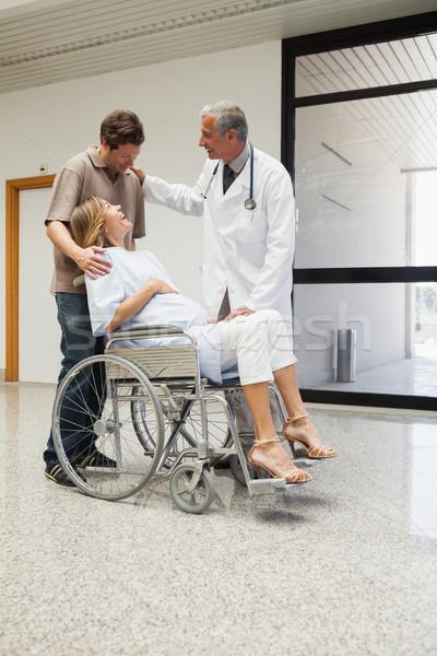 Foto d'archivio: Medico · ridere · donna · incinta · sedia · a · rotelle · partner · ospedale