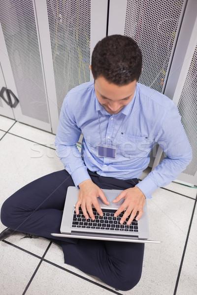 Man met behulp van laptop servers werk veiligheid Stockfoto © wavebreak_media