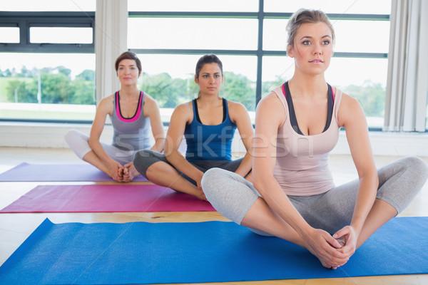女性 座って 角度 ヨガのポーズ フィットネス スタジオ ストックフォト © wavebreak_media