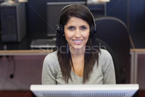 女性 楽しく 作業 コンピューター室 大学 インターネット ストックフォト © wavebreak_media