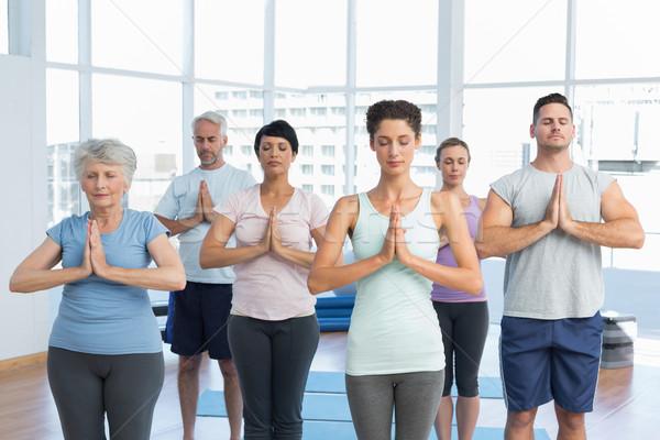 Emberek csukott szemmel kezek fitnessz stúdió sportos Stock fotó © wavebreak_media
