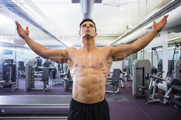 Sem camisa musculação em pé ginásio sensual Foto stock © wavebreak_media