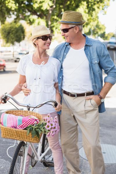 Gelukkig volwassen paar fiets stad Stockfoto © wavebreak_media