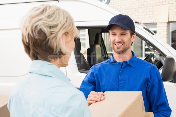 Házhozszállítás sofőr boldog vásárló kívül raktár Stock fotó © wavebreak_media