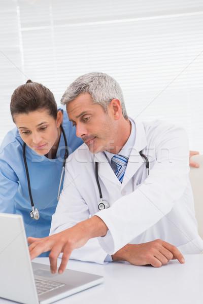 Doktorlar bakıyor dizüstü bilgisayar tıbbi ofis bilgisayar Stok fotoğraf © wavebreak_media